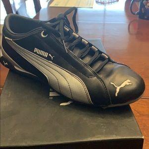 Ladies Puma tennis shoe